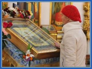 У иконы святой Матроны