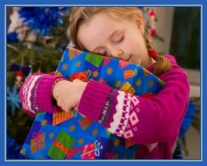 Девочка с коробкой, подарок