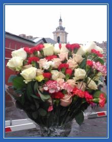 Цветы к мощам блаженной Матроны