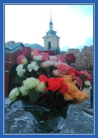 Цветы к мощам блаженной