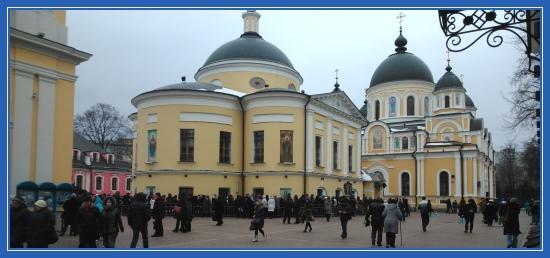 Покровский монастырь, 14 февраля, Площадь, паломники