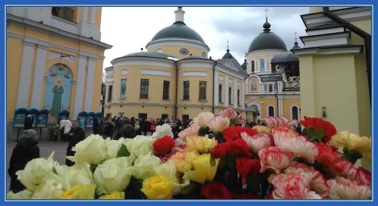 Покровский монастырь, цветы, праздник