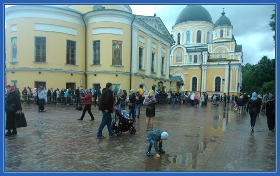 Покровский монастырь, площадь монастыря
