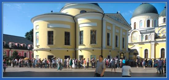 Покровский монастырь, Святая Матрона, очередь