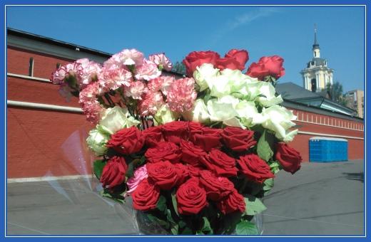 Покровский монастырь, Цветы к мощам блаженной Матроны