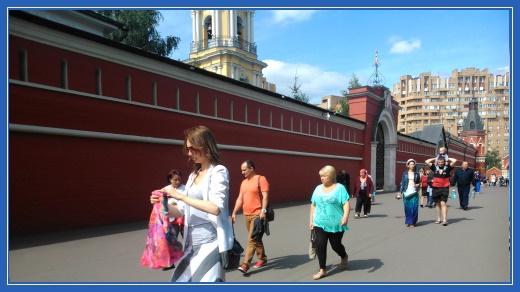 Покровский монастырь, стены