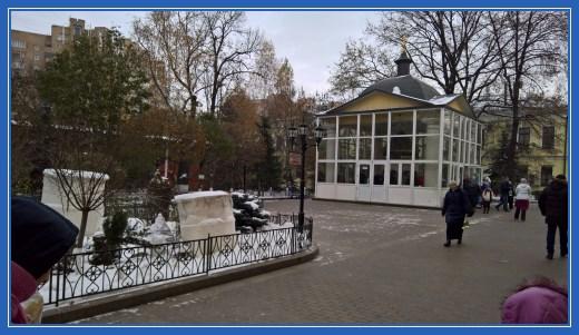 Часовня со святой водой. Покровский монастырь