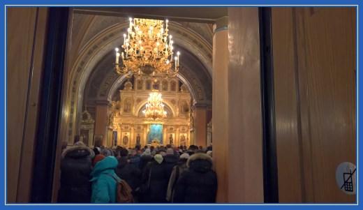 Вход в Воскресенский храм. Служение Божесвенной Литургии