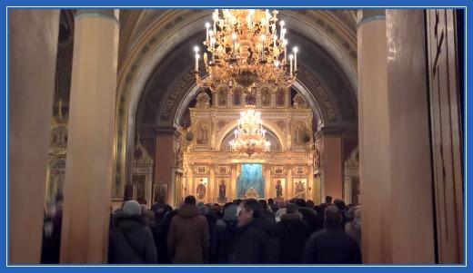 Воскресенский собор. Литургия. Покровский монастырь