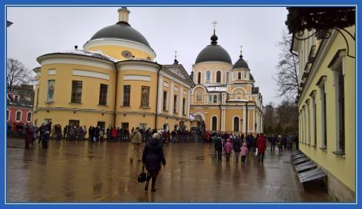 Покровский монастырь площадь