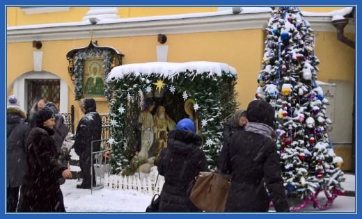 Рождественский вертеп и елка