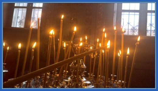 Свеча за жертвователей перед чудотворной иконой блаженной Матроны