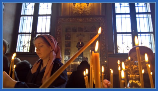 Свеча за жертвователей пред образом блаженной Матроны