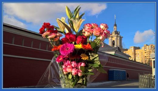 Цветы к мощам блеженной Матроны