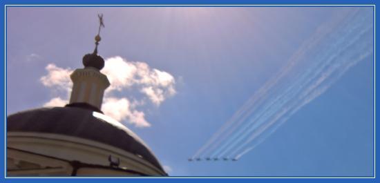 Самолеты. Покровский монастырь