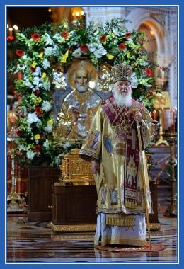 Святейший Патриарх у мощей Святителя Николая