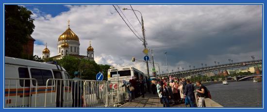 Храм Христа Спасителя, Мощи Николая Чудотворца