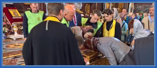 Мощи святителя Николая Чудотворца в Храме Христа Спасителя