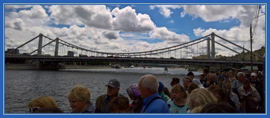 Москва Река. Очередь к мощам святителя Николая