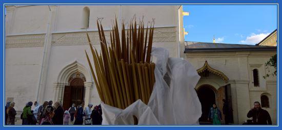 Свечи к мощам преподобного Сергия