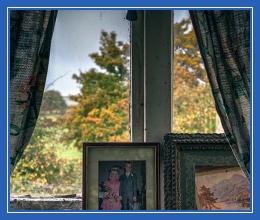 Осень, окно, дом