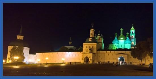 Свято-Троицкая Сергиева Лавра октябрьским вечером