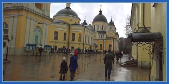 Покровский монастырь, дождь