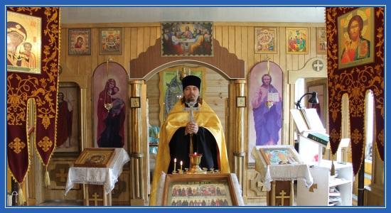 Священник Димитрий с крестом