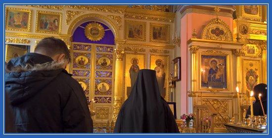Храм, Литургия, монахиня