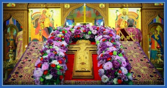 Вынос Креста Господня, Крест на середине храма