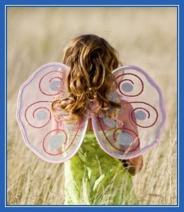 Девочка-бабочка с крыльями!