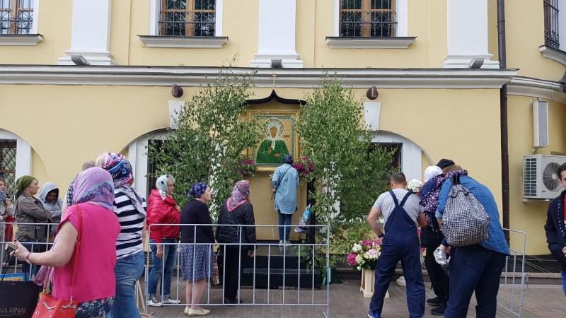 В Сретенский и Покровский монастыри на Троицу