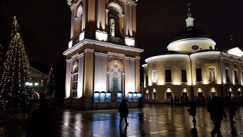Вечерний вид Покровского монастыря