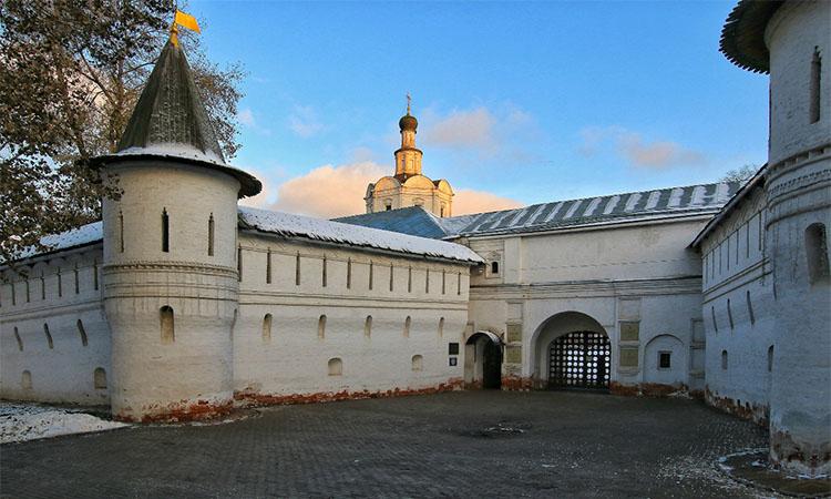 Вход в Спасо-Андроников монастырь