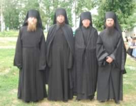 В чем разница между монахом и иноком?