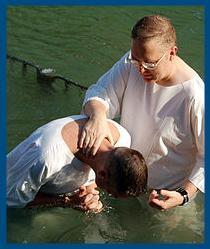 Может ли совершить крещение обычный человек?