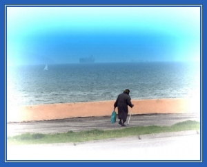 Осколки доброты, старушка на пляже