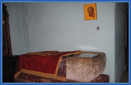 Саркофаг, гробница, святитель Иоанн Златоуст, Каманы