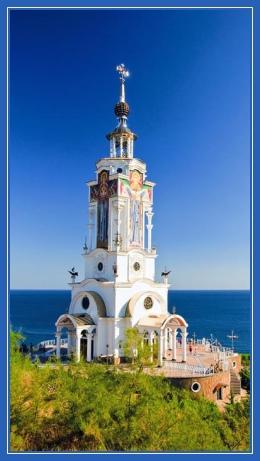 Храм, море, маяк
