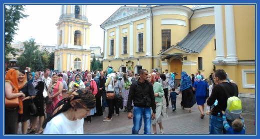 Паломники Покровского монастыря