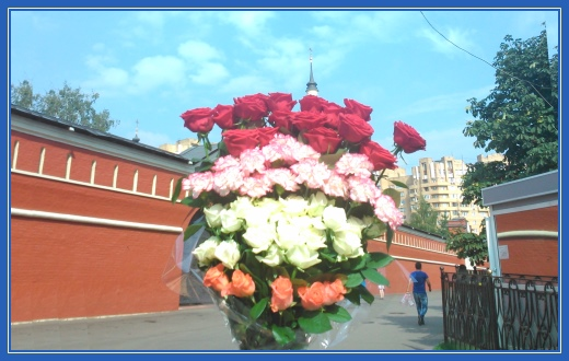Цветы к мощам Матронушки