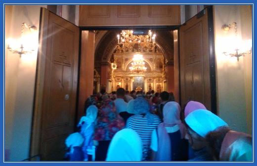 Воскресенский собор, Покровский монастырь, служба в храме