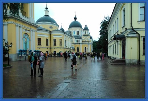 Площадь монастыря, святая Матрона
