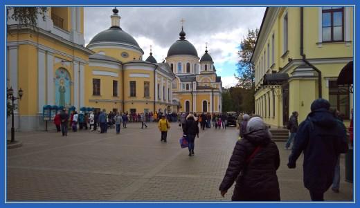 Покровский монастырь, паломники
