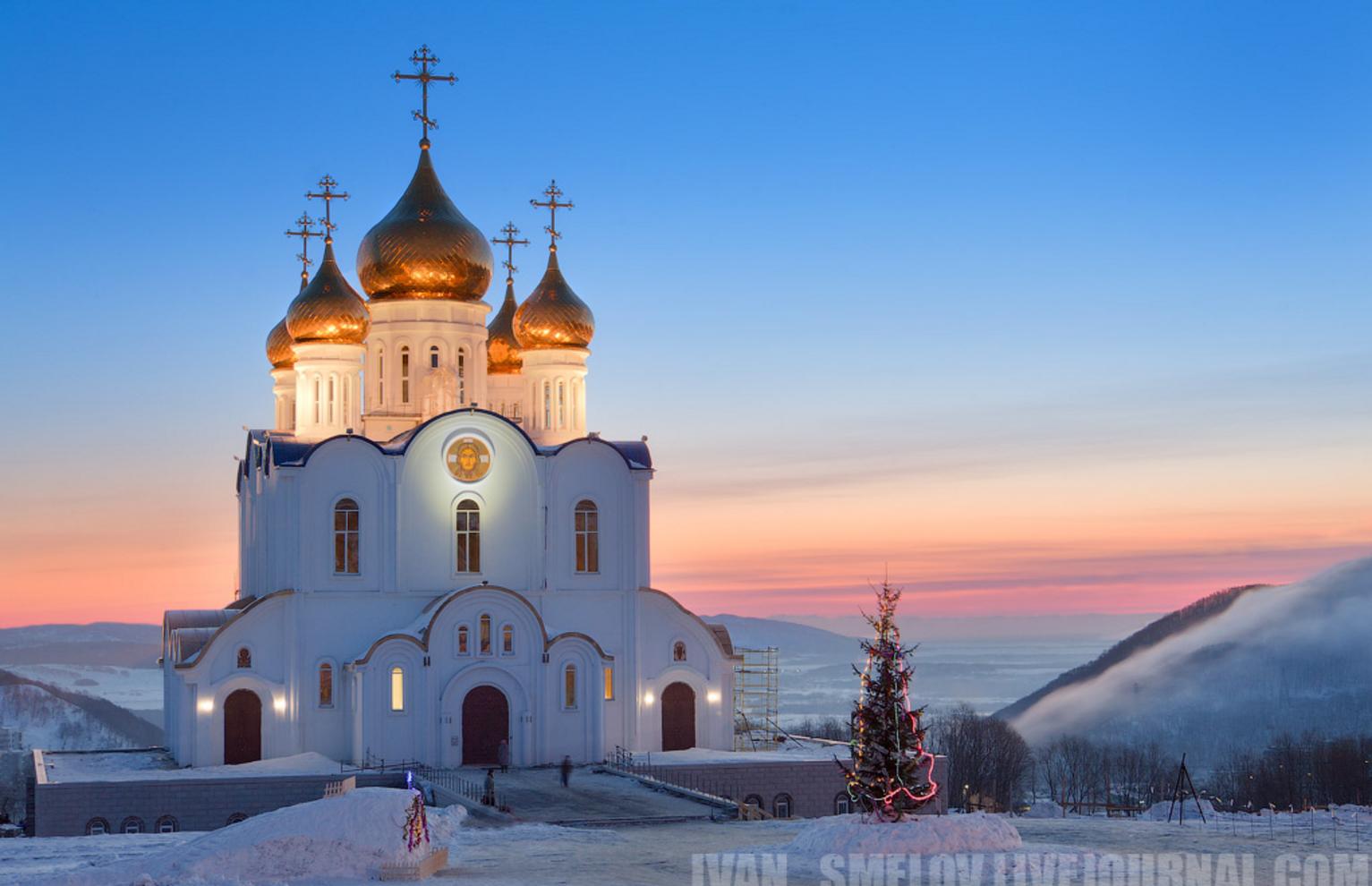Троицкий собор на рассвете в день Христова рождества. Петропавловск-Камчатский