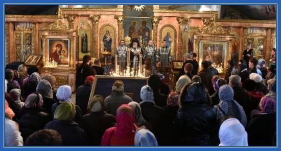 Прощеное воскресенье, храм, молящиеся, служба