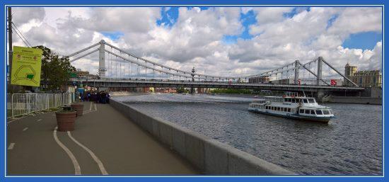 Крымский мост. Очередь к мощам святителя Николая