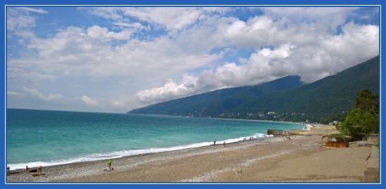Пляж, море. Город Гагры. Абхазия