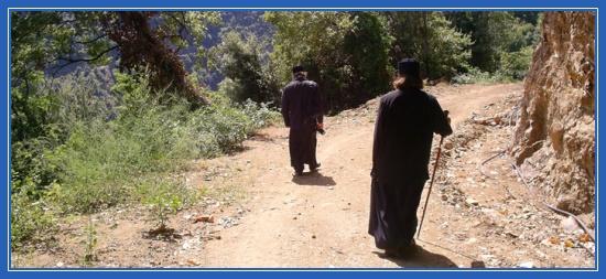 Послушник и монах