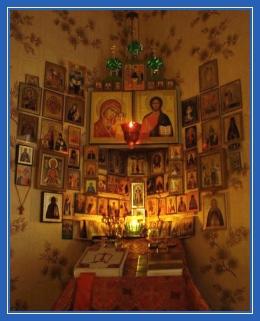 Иконостас домашний, дома, иконы, лампада